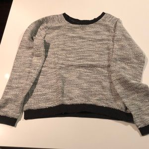 Black and white cozy long sleeve sweater in Large